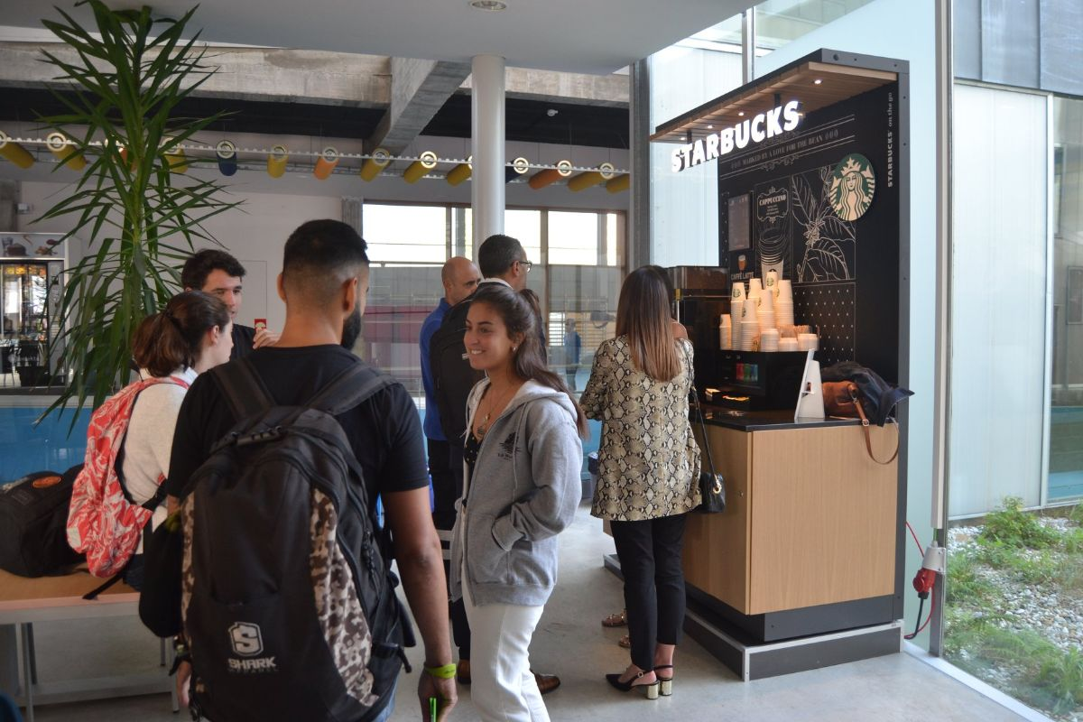 Starbucks on the go en la universidad de Navarra